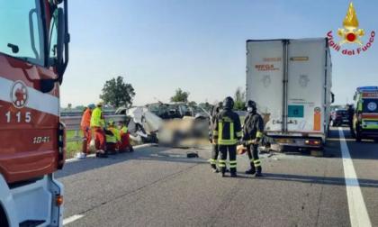 Cinque operai morti nel tragico schianto in autostrada