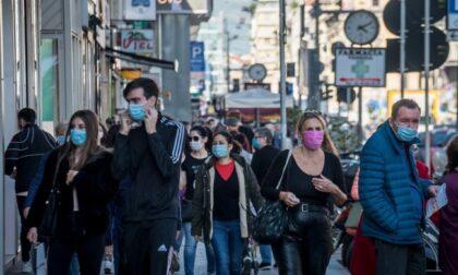 E' il giorno dello stop alle mascherine all'aperto