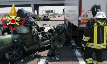 Tamponamento in A4 tra un'auto e un autoarticolato
