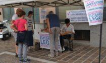 Un gazebo per firmare a favore dell'eutanasia legale