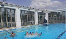 Bagnino salva la vita a una bambina di due anni svenuta in piscina