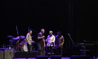 """Robben Ford & Bill Evans """"innamorati"""" del palco vista lago al Vittoriale"""
