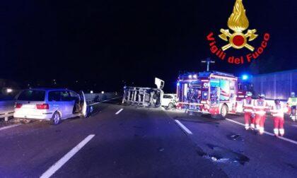 Carambola tra quattro auto e un tir, elisoccorso in autostrada