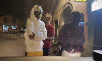 Accerchiano e minacciano la Polizia: denunciata baby gang