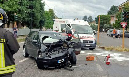 Violento scontro tra due auto a Palazzolo