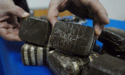 I carabinieri intervengono per una lite tra fratelli e trovano 4 chili di droga