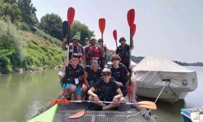 364 chilometri in kayak verso l'Adriatico: il viaggio di un professore insieme agli ex alunni