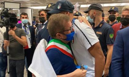 Rientro in Italia da eroe per Jacobs, a Roma anche il sindaco di Desenzano