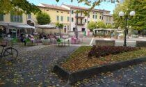 Atti di vandalismo in piazza Italia: danneggiate le auto e distrutti gli arredi