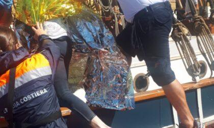 Guardia Costiera, salvato un windsurfista alla deriva a rischio ipotermia