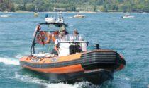 Guardia Costiera sanziona bagnante: nuotava al centro del Golfo di Salò