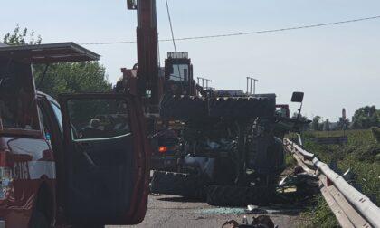 Si ribalta con il trattore, muore 60enne di Castrezzato