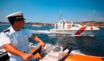 Gommone con tre adulti e tre minori rischia di affondare, salvati dalla Guardia costiera