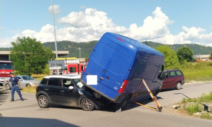 Scontro tra auto e furgone: paura a Cologne, ma nessun ferito grave