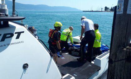 Ritrovato nelle acque del Garda il corpo senza vita di un windsurfista di Salò