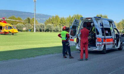 Incidente tra motocicletta e bici, trauma cranico e elisoccorso