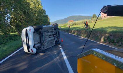 Sirene a Iseo: auto ribaltata in via per Rovato