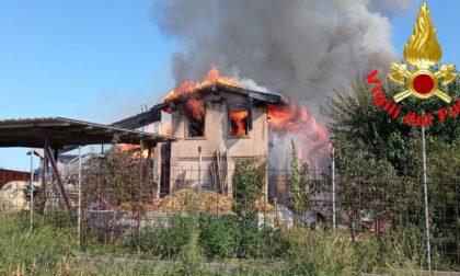 Incendio a Gussago, fiamme visibili da decine di chilometri