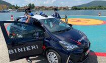 Litigano al bar e volano pugni e calci anche ai carabinieri: arrestati in due