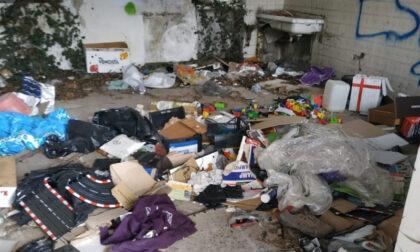 Degrado, rifiuti e siringhe in cascina: sanzionato il proprietario