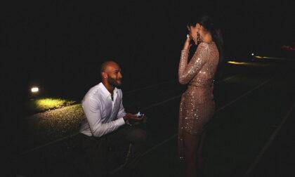 Marcell Jacobs chiede la mano alla fidanzata a Manerba del Garda