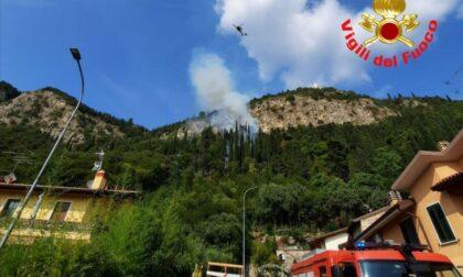 Incendio a Provaglio d'Iseo, Vigili del fuoco al lavoro per ore