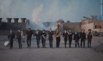 L'ultimo video della Rusty Brass Band tra fuoco e acciaio