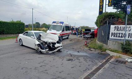 Violento impatto tra auto sul confine tra la provincia di Brescia e Bergamo