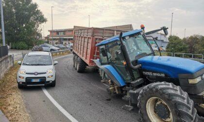 Trattore perde una ruota, traffico bloccato sulla Quinzanese