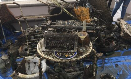 Gardone Riviera, recuperati dal lago di Garda diversi oggetti tra cui water e due macchine da scrivere