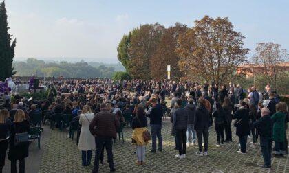 Centinaia di persone per l'ultimo saluto a Viola Balzaretti