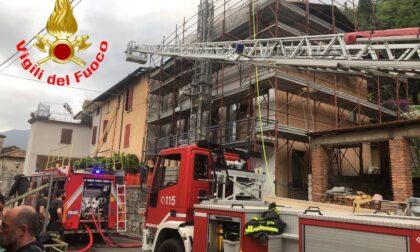 Palazzina in fiamme a Villanuova sul Clisi